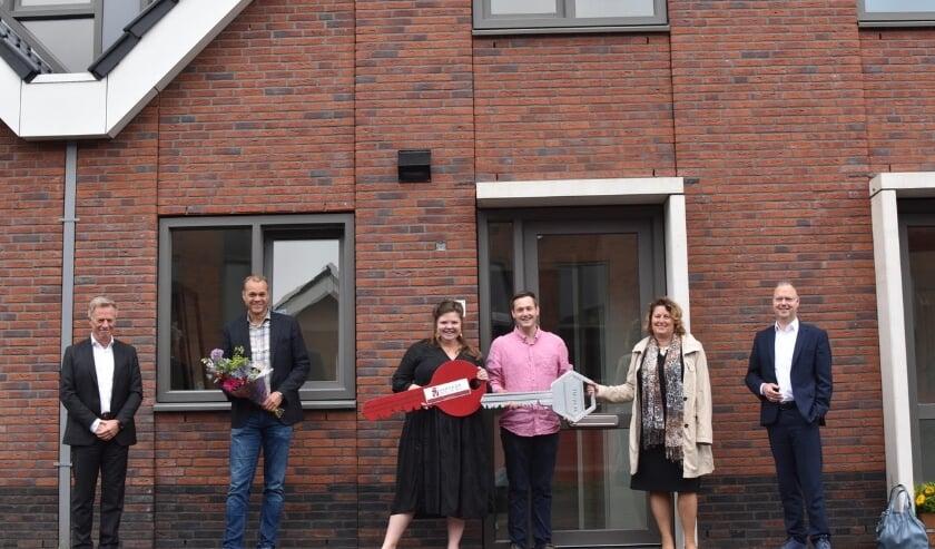 <p>Op de foto van links naar rechts Robin Wagner, Erwin Vergeer, Anne van de Meent, Maarten Borren, Ingeborg de Jong en wethouder Engert Stroobosscher.</p>