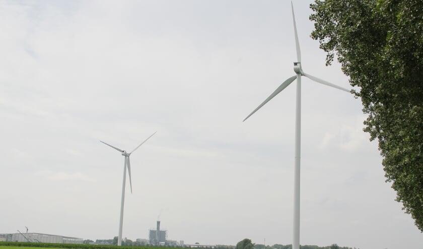 <p>Windturbines in het landschap, zoals hier bij Duiven. Er komen er steeds meer, maar daar is niet iedereen blij mee.</p>