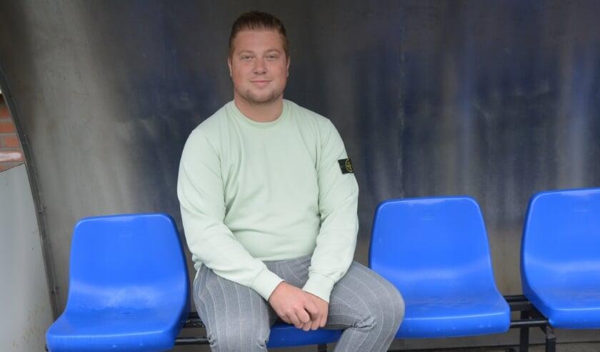 <p>Dennie Mulder: organisator van bovenste plank met een blauw-en-wit hart.</p>