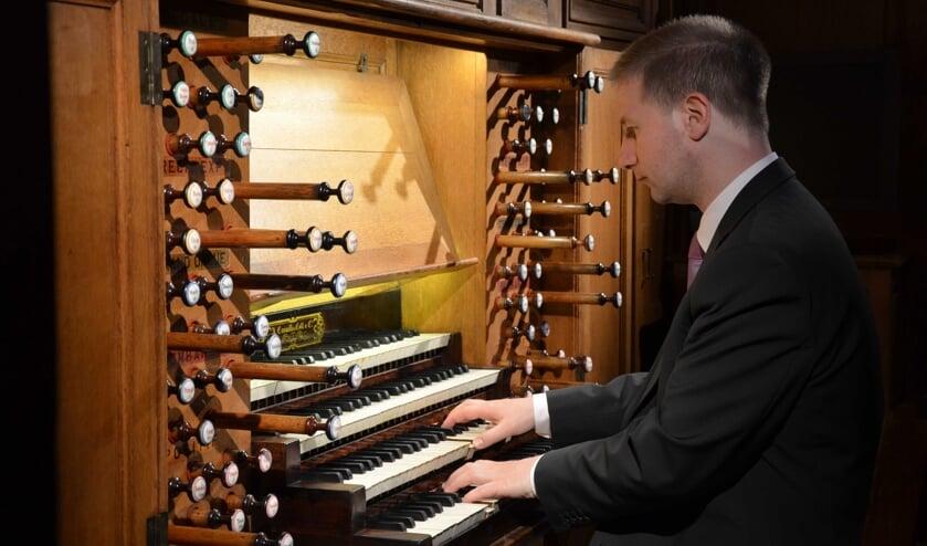 <p>Johann Vexo, organist van de Notre-Dame te Parijs en de kathedraal van Nancy, verzorgt op donderdag 5 augustus het slotconcert in de Basiliek van Hulst.</p>