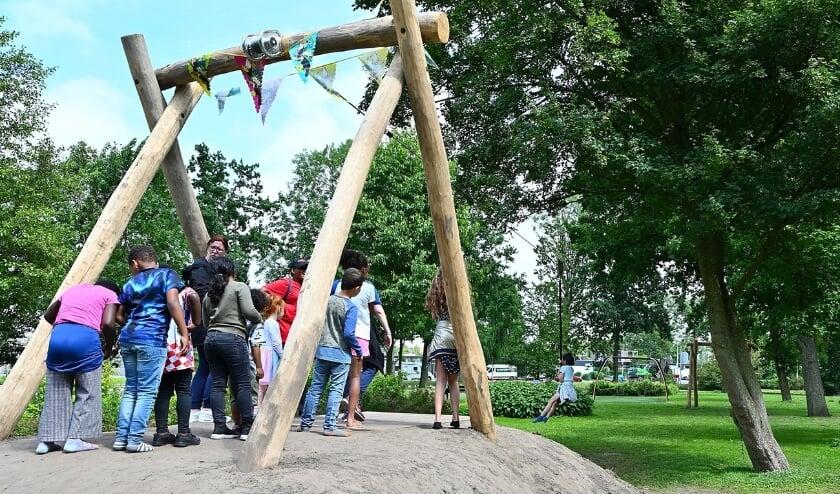 <p>De kinderen van het Reviusrondeel namen op de laatste schooldag een&nbsp; heuse kabelbaan en klimnet in gebruik.&nbsp;</p>
