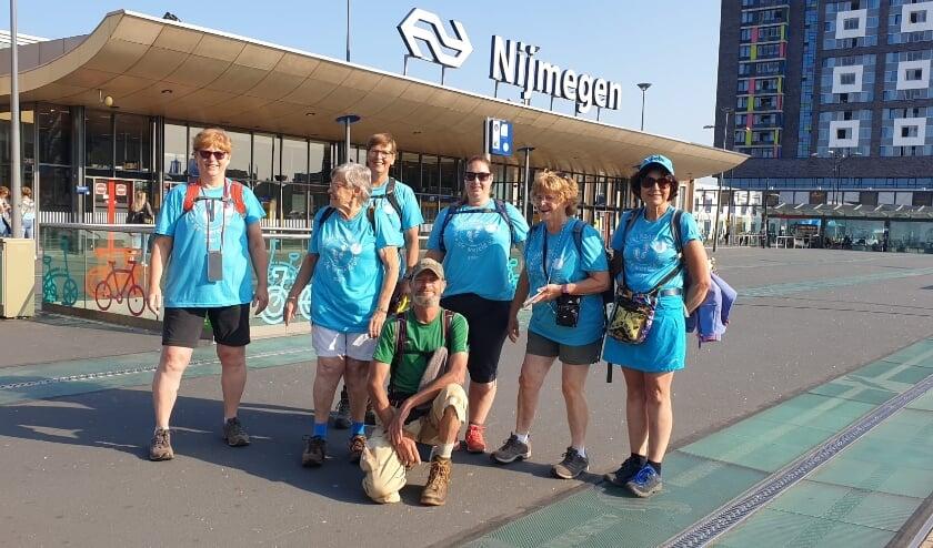 <p>Dit jaar geen officiële Vierdaagse maar wel De Alternatieve Vierdaagse. Dat bracht dit groepje wandelaars bijeen in Nijmegen.</p>