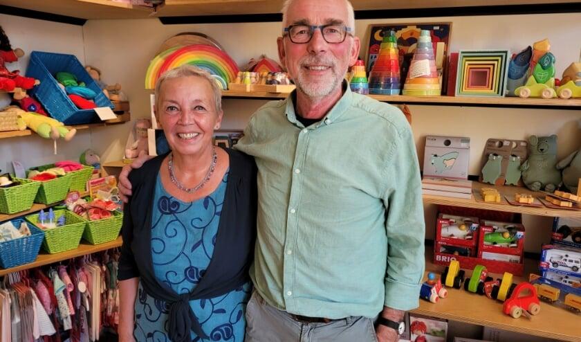 Anca van der Elsken en Maarten Heikens van speelgoedwinkel Poppedijn.