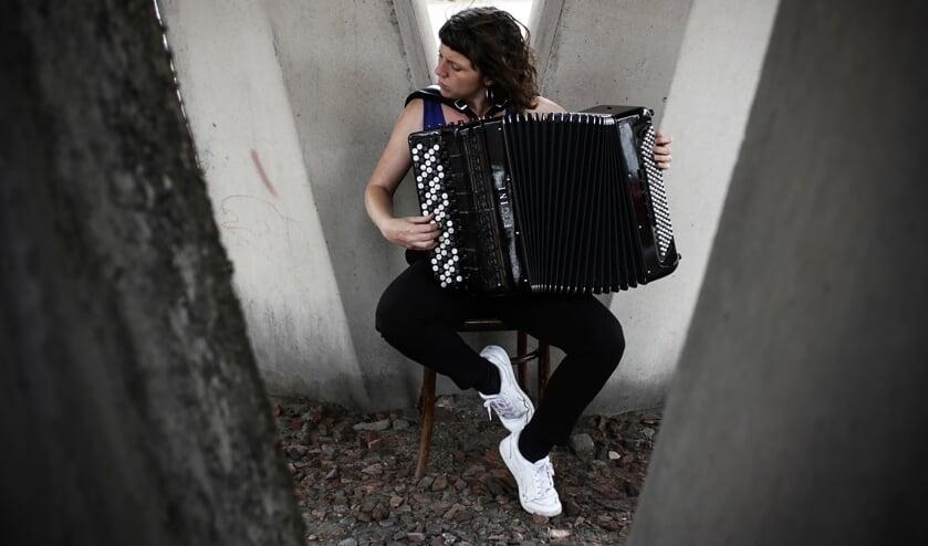 <p>De Vlaamse accordeoniste Sara Salverius opent het nieuwe muzikale seizoen op zondag 12 september.</p>
