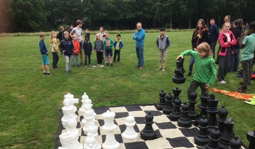 Voor het condichess werd het grote schaakspel van de club gebruikt.