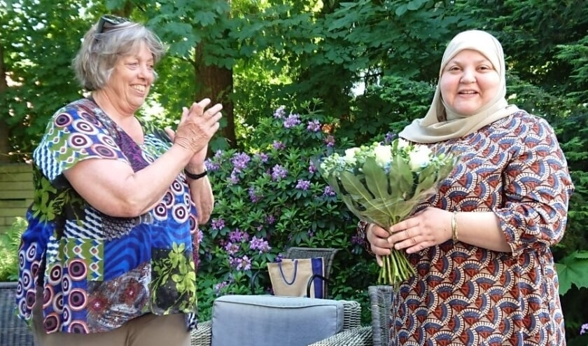 <p>Mozaïek-voorzitter Rita Timmers (links) en bestuurslid Lamiae Hanouf.</p>