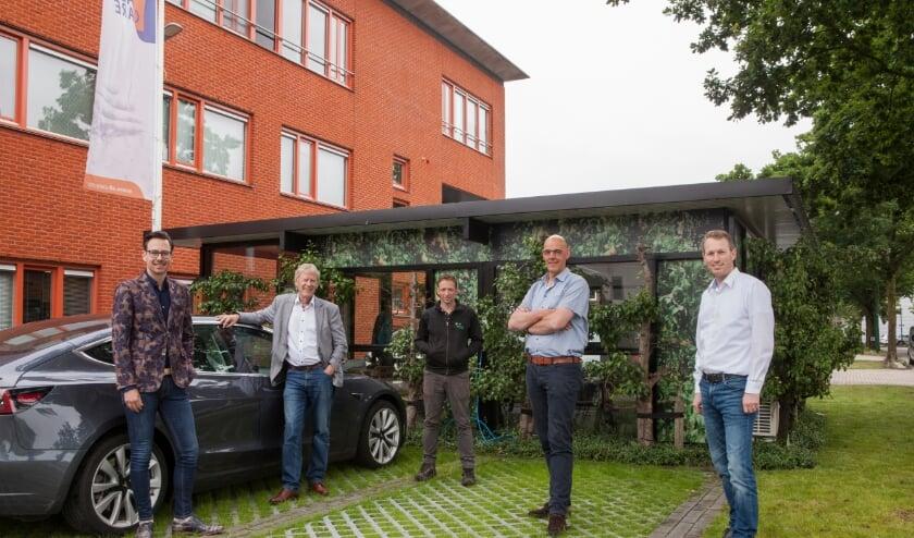 <p>Van links naar rechts: Dylan Lochtenberg, gemeente Veenendaal, Ren&eacute; van Holsteijn, BOV, Henk-Jan Exalto, Exalto Hoveniers, Jan van den Hee van All-Care en Gerrit Valkenburg &ndash; BOV.</p>