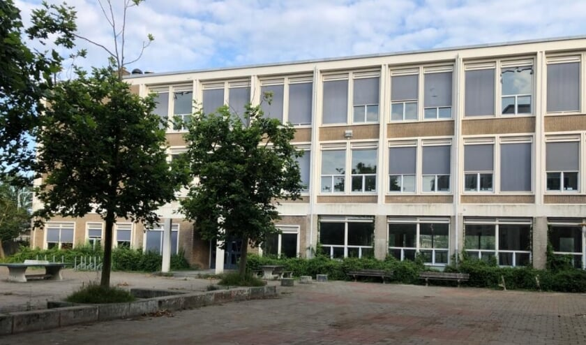 <p>Het schoolgebouw is als rijksmonument eind vijftiger jaren gebouwd ten behoeve van de &nbsp;RK Technische School St. Paulus.</p>