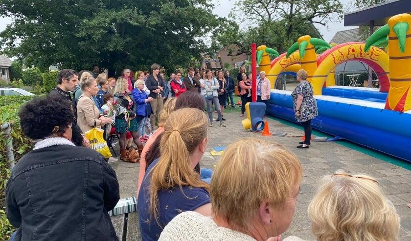 Krista van Vreeswijk houdt een toespraak voor alle genodigden