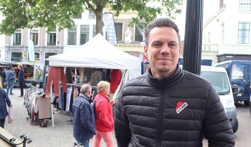 <p>Niels Blom hier nog op de Markt in Zaltbommel. Hij reageert voor De Toren vanuit Zuid-Spanje.&nbsp;</p>