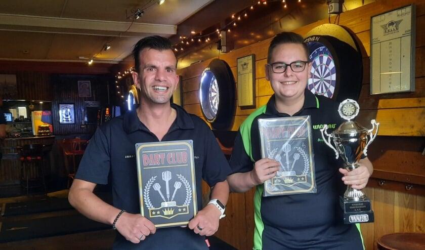 <p>Clubkampioen Peter Bakker (rechts) met Rudy Sakkers.</p>