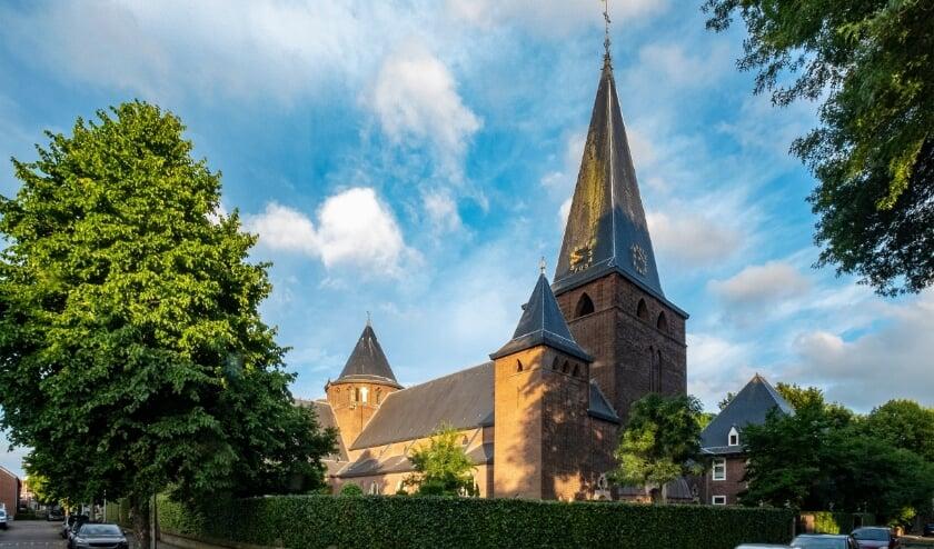 <p>Het rijksmonument vult grotendeels de oostzijde van het sfeervolle en groene Theresiaplein.</p>