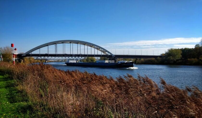 <p>Aannemer GSB is gestart met werkzaamheden aan de brug in Hedel. Dit duurt tot en met oktober.</p>