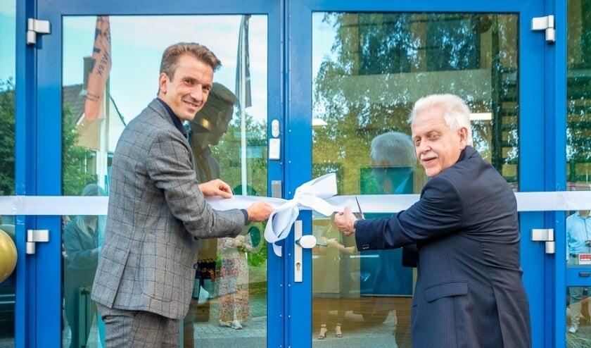 <p>Marcel van 't Hul (l.), voorzitter van de Business Club NV en wethouder Henk Wessel van Elburg.</p>