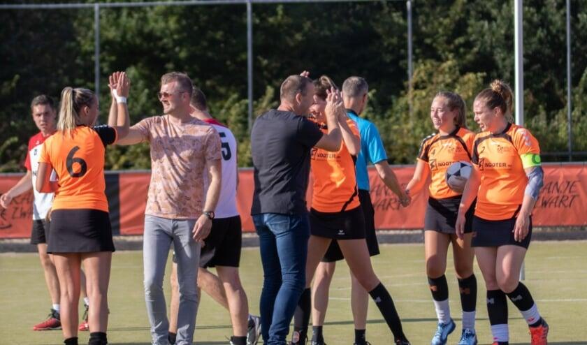 Selectie van Oranje Zwart na afloop van een wedstrijd