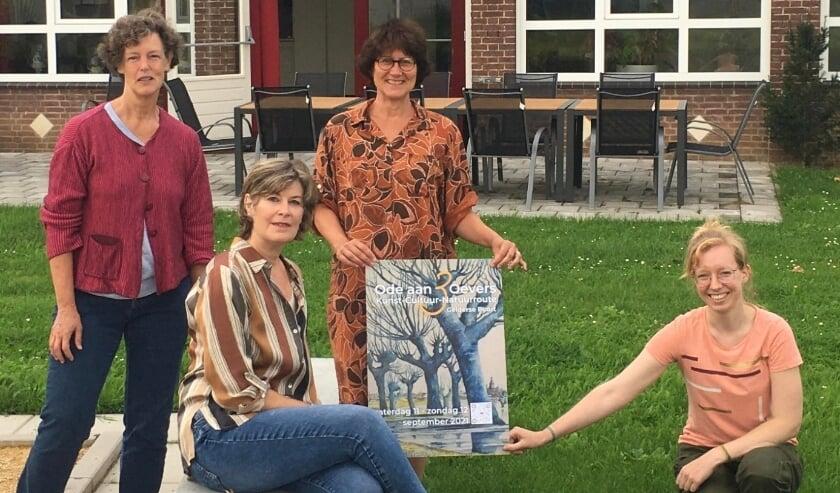 <p>De kunstenaars die op 11 en 12 september exposeren in het Dorpshuis in Groessen. Vlnr: Marieke Laverman, Sabrine Swanenberg, Marjon Meulenbrugge en Marjolein Bartels.</p>