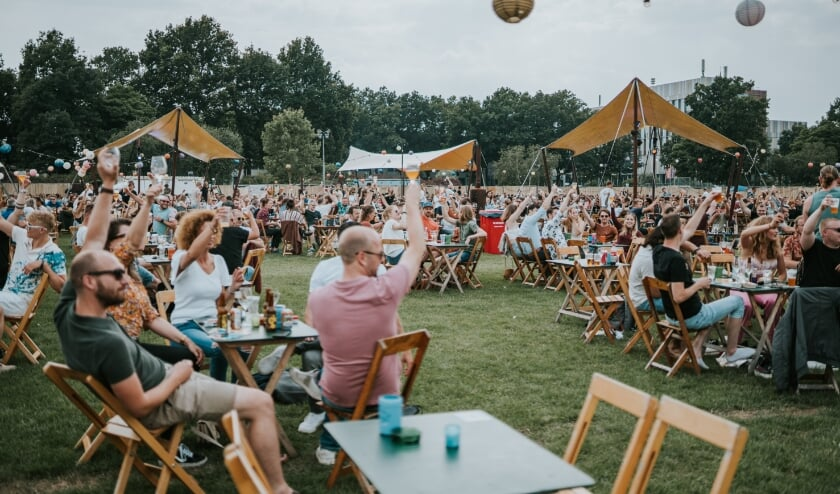 <p>Op de foto: Mout Festival in Nijmegen, 2019. Het bierfestival komt deze zomer ook naar Eindhoven toe, van vrijdag 24 tot en met zondag 26 september. (Foto: Elske Nissen).</p>