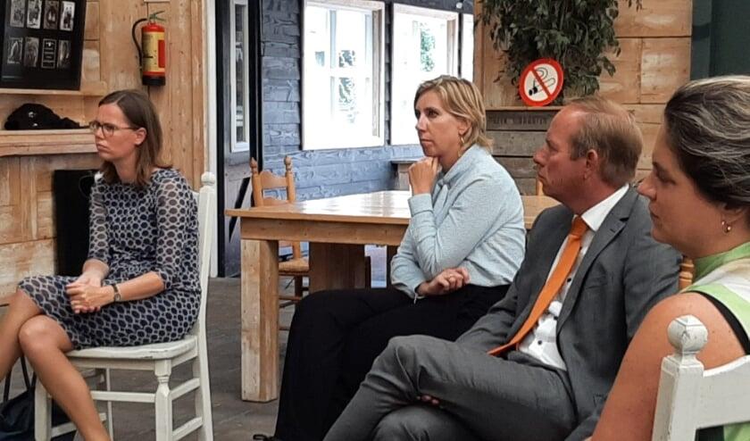 <p><em>Tweede Kamerleden (v.l.n.r.): mw. M. Bikker (CU), mw. I. Michon-Derkzen (VVD), Van der Staaij (SGP) en mw. B. Kathmann (PvdA).</em></p>