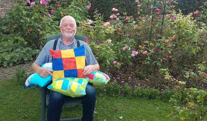 <p>De patchworker in zijn tuin.</p>