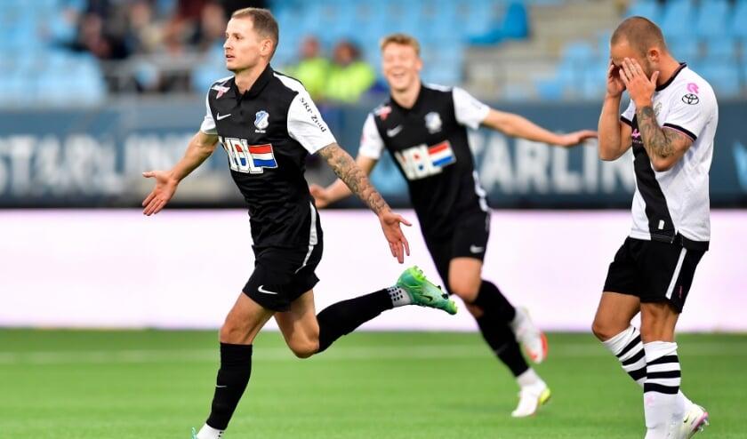 <p>Joey Sleegers is een tevreden man na het binnenschieten van de beslissende 1-0 tegen Den Bosch. (Foto: Johan Manders).</p>