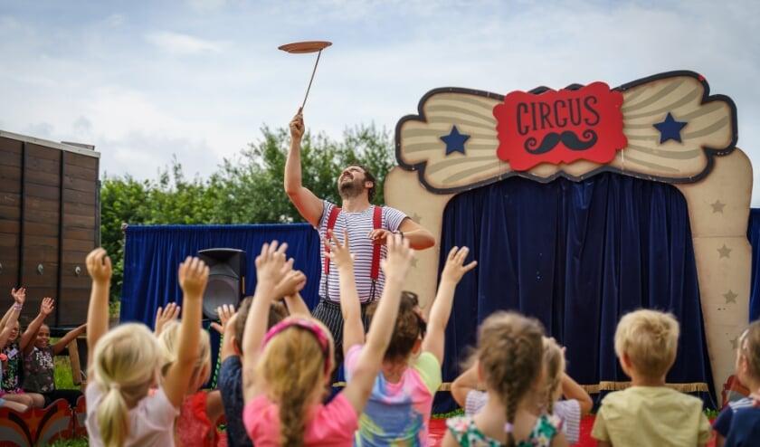 <p>In 2 uur tijd leren kinderen de leukste circustrucs zoals rijden op een eenwieler, balanceren op een bal of lopen op een touw&nbsp;</p>