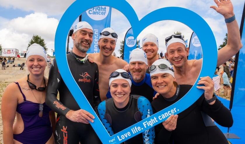<p>Deelnemers aan Swim to Fight Cancer in 2019.&nbsp;</p>