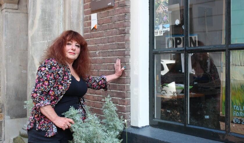 <p>Tali Farchi doet mee aan de Open Atelierdagen. Ze vindt dat kunst mensen samenbrengt, daarom opent ze haar atelier.</p>