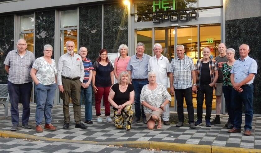 <p>Leden van de Tilburgse accordeonvereniging Les Musiciens Joyeux.</p>