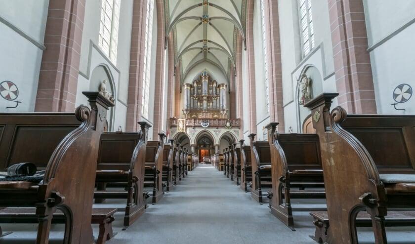 <p>Interieur basiliek Zwolle naar het orgel.</p>