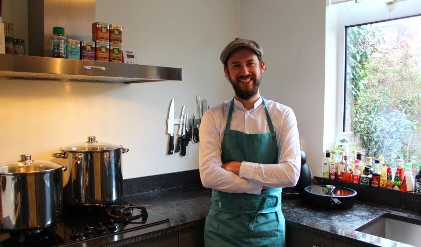 <p>Dave Hermans, alias Hertendave, in zijn keuken. (Foto: Vera Hermsen)</p>