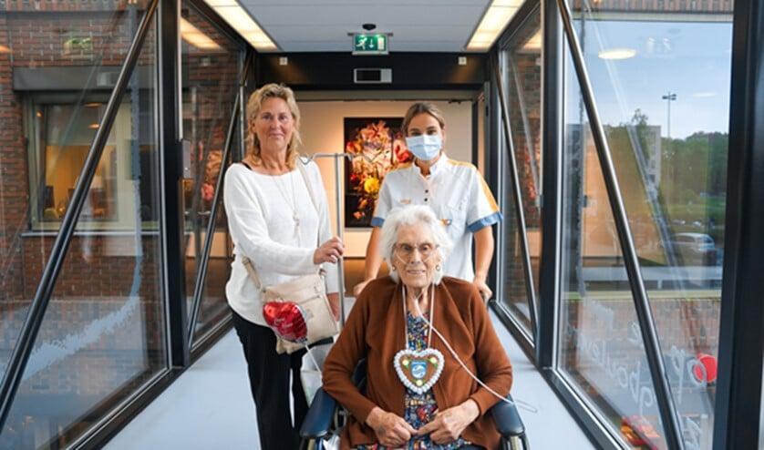 <p>Vandaag werd de eerste pati&euml;nt van het Maasstad Ziekenhuis dankzij de draagbare sensor overgeplaatst naar Aafje Zorghotel. Foto: pr</p>