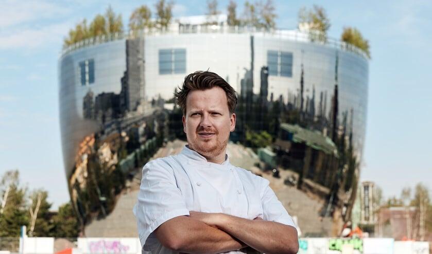 <p>Jim de Jong bij Depot Boijmans Van Beuningen, op het dak opent hij binnenkort restaurant Renilde. Foto: Aad Hoogendoorn</p>