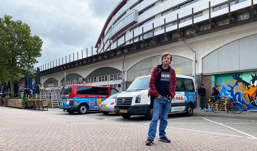 <p>Frank van der Schee werd bekend als straatadvocaat in het RTL-programma Het Rotterdam Project van Beau van Erven Dorens.</p>