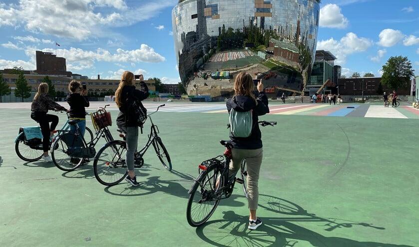 <p>Pak de fiets, huur er &eacute;&eacute;n, en ontdek wat Rotterdam en zijn ambitieuze theaterliefhebbers te bieden heeft. Foto: pr</p>
