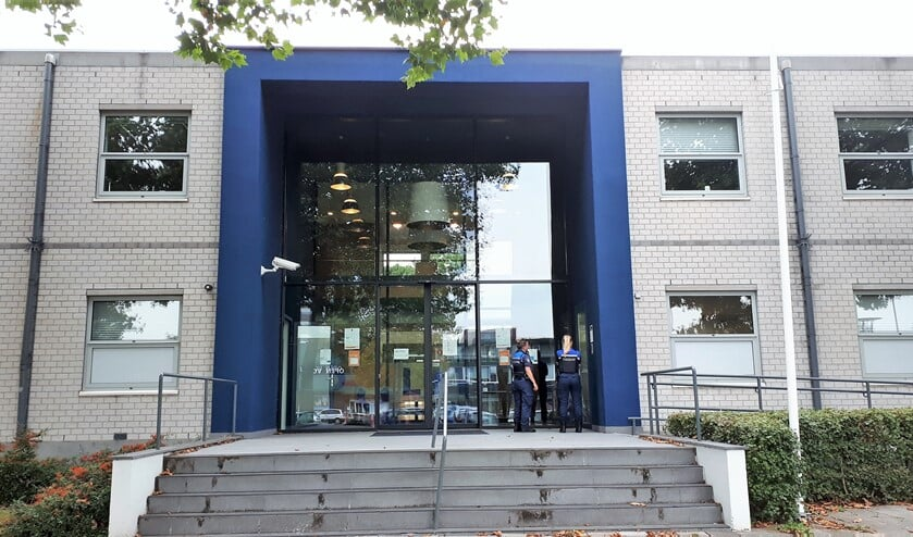 Het politiebureau aan de Middenbaan-Noord zal er op termijn aan moeten geloven. Foto: Joop van der Hor