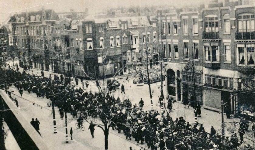<p>11 november 1944, razzia in Rotterdam aan de Oudedijk. Foto: L.M.A.van der Werff (met toestemming NIOD)</p>