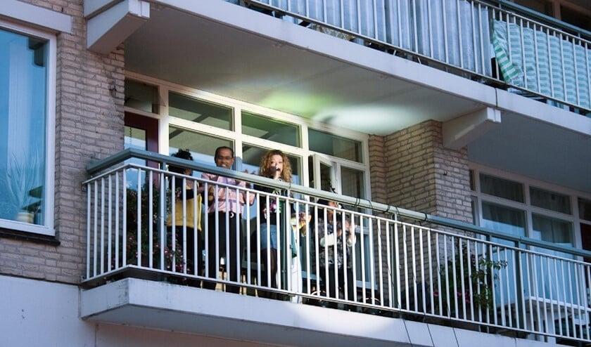 <p>Tot 2011 vond er jaarlijks een gevelconcert plaats in Zevenkamp. Tekst en foto: Annemarie van der Ploeg</p>