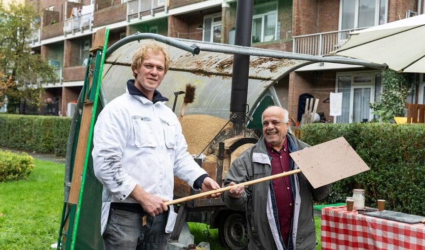<p>Bij het Huis van de Toekomst staat de oven van Bakkerij De Eenvoud, die vers brood bakt met deeg van de buren. Foto: Florian Braakman</p>
