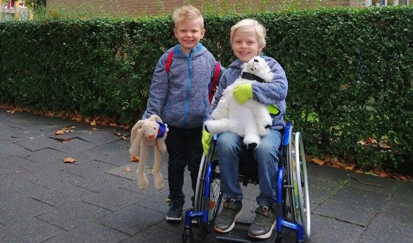 <p>Luca (6) en Brent (4) wonen in Hoogvliet en hebben een energie stofwisseling ziekte, HSD-10. Foto: Marjolein Meerkerk</p>