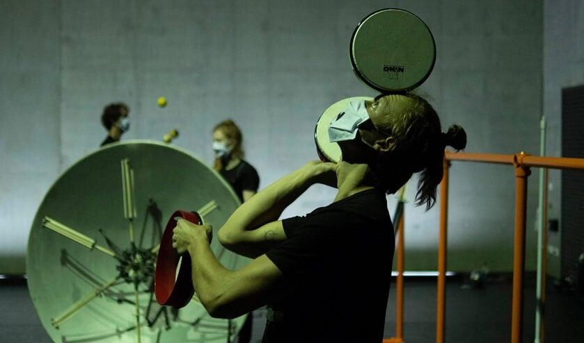 <p>Sounds Like Juggling, een jongleerconcert, op zondag 19 september in Rotterdam bij Maaspodium. Foto: Quinten Swagerman.</p>
