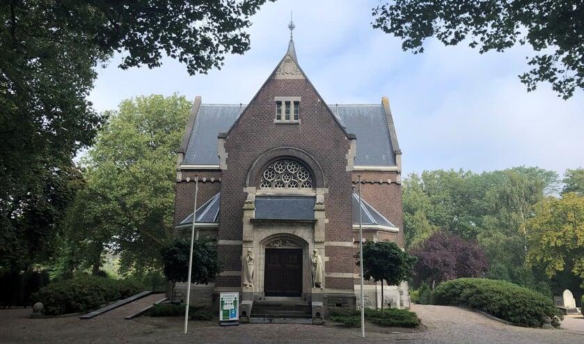 """<p cstyle=""""Normaal"""">De kapel bij de hoofdingang van de begraafplaats aan de Kerkhoflaan in Crooswijk. Foto&rsquo;s: Peter Zoetmulder</p>"""