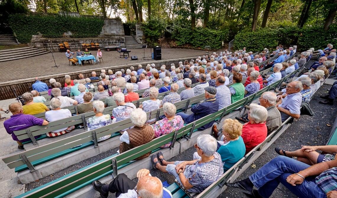 <p>Seniorenmiddag in het Openluchttheater</p>