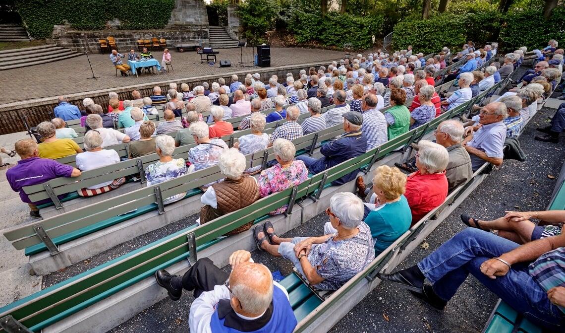 <p>In het Openluchttheater aan de Mariastraat in Mariahout werd een seniorenmiddag door de Katholieke Bond van Ouderen KBO georganiseerd.</p>