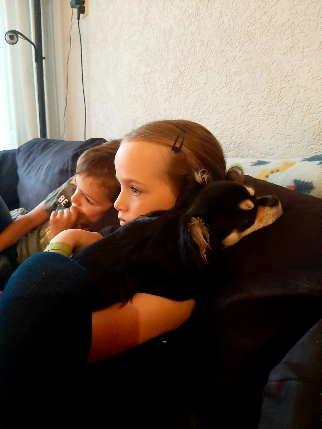 Nina en Nick met hun lieve logeetje Zoë die 15 dagen bij ons is geweest. Lastig om afscheid te nemen.  (Marian van Eck)  © deMooiLaarbeekkrant