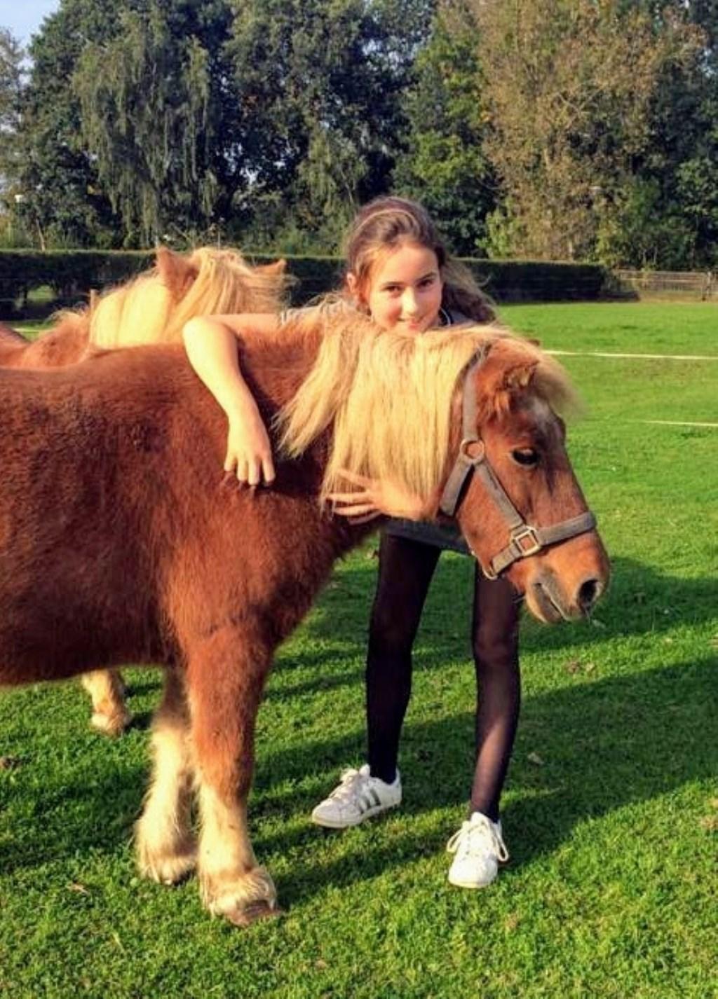 Alleen maar liefde tussen deze twee. Evy en pony Cindy  © deMooiLaarbeekkrant