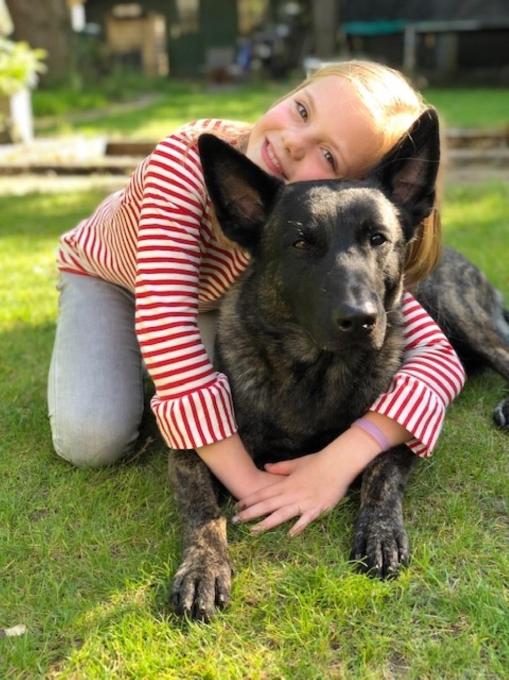 Iris met haar hond Xalto  © deMooiLaarbeekkrant
