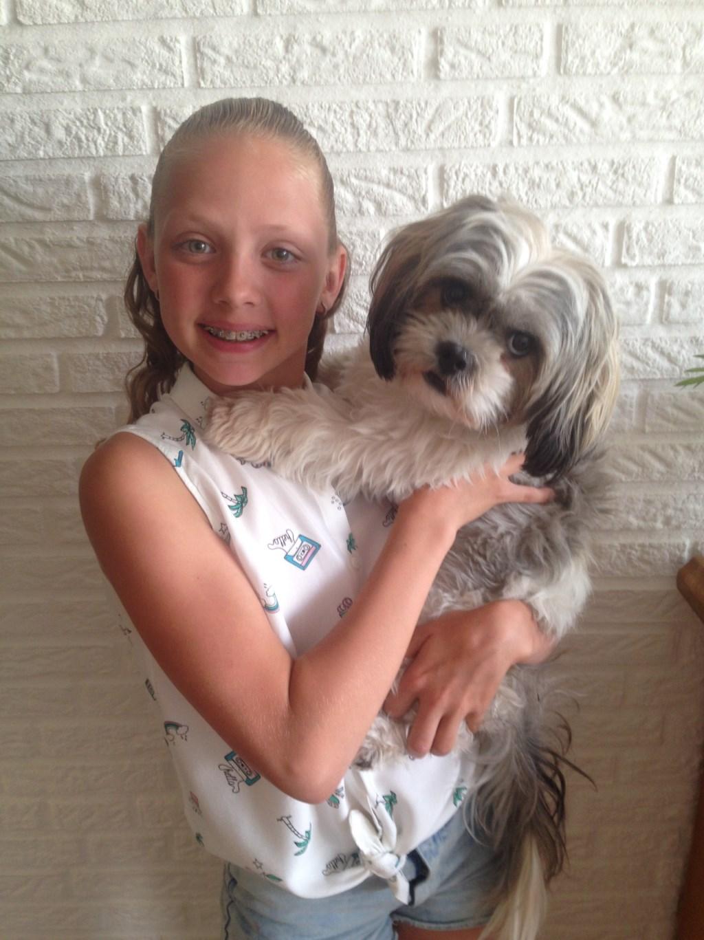 Mijn hondje is super lief en is alles voor mij! (Esmee Thonies)  © deMooiLaarbeekkrant