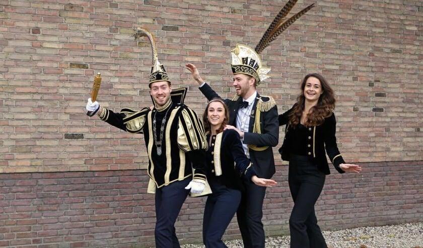 Vlnr: Prins Tom, Prinses Vivian, Adjudant Stijn en Hofdame Susanne   | Fotonummer: 783096