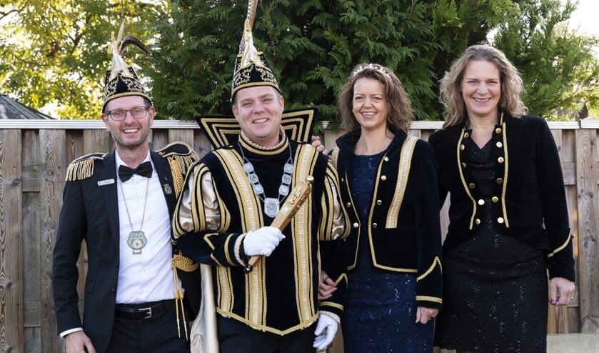 Vlnr: Adjudant Ton, Prins Erik, Prinses Ilse en Hofdame Irma     Fotonummer: 7e927c