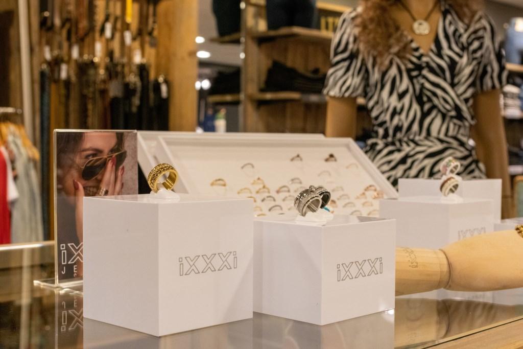 Sieraden zijn ook verkrijgbaar bij Yours Fashion Foto: Mark Barten © deMooiLaarbeekkrant